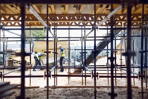 Bygningsarbejdere på arbejdsstedet