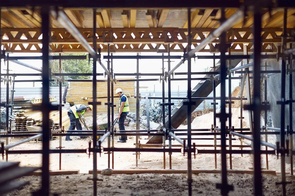 作業現場での建設労働者