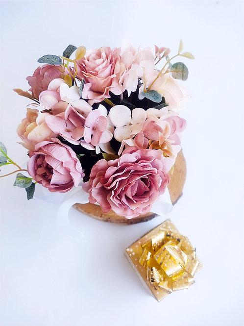 מארז פרחי משי עם שוקולד