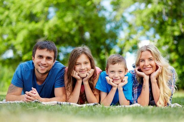 happy-family-lying-row_1098-1101.jpg