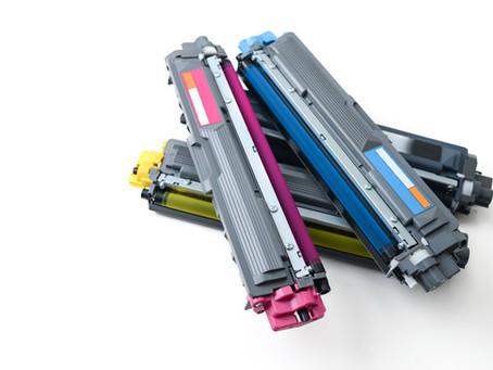 Existem cuidados necessários ao manipular o toner da impressora?