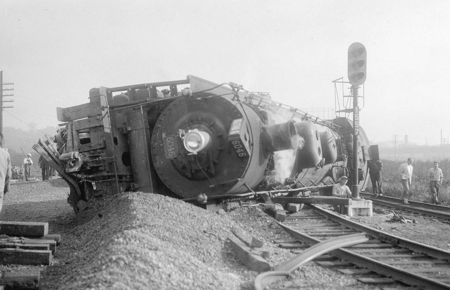Canadian National Locomotive 6046 derailed