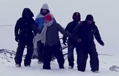18 rappers in de sneeuw.png