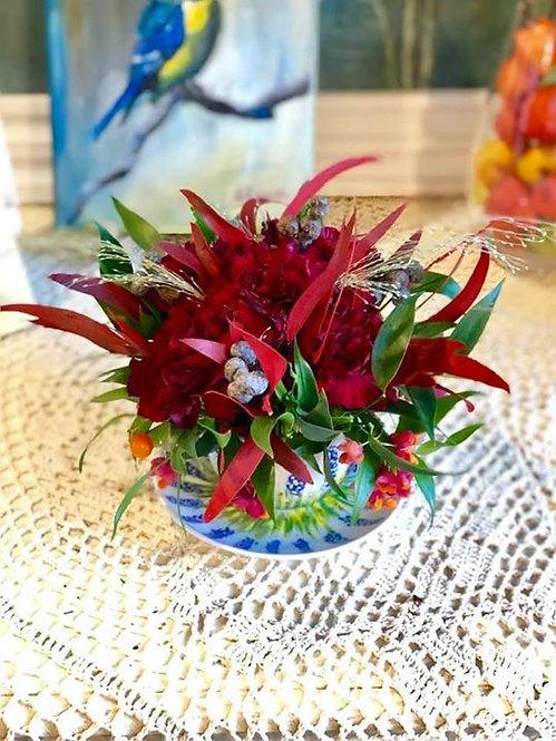 Kompozycja kwiatowa w porcelanie