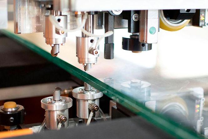 Detalle de CNC de vidrio