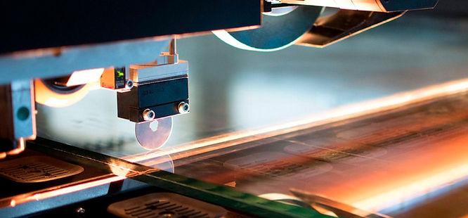 Detalle de corte CNC de vidrio