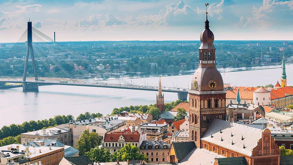 riga-latvia-cityscape-in-sunny-summer-da