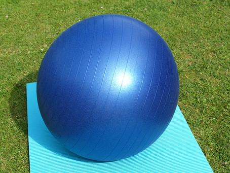 Sport à la maison : votre ostéopathe de Champhol Chartres vous présente le ballon de fitness