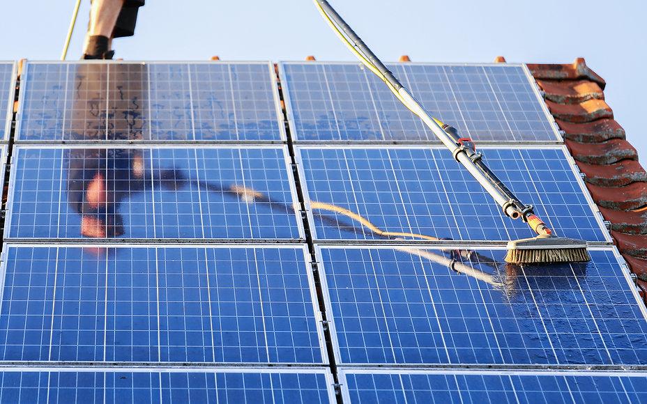 Clean-VS-DIrty-Solar-Panel-New-York.jpg