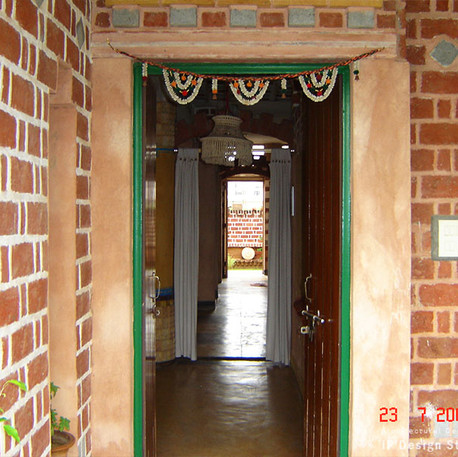 5_entrance-residence-ip.jpg