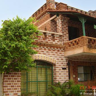 3_brick-arches-balcony-ip.jpg