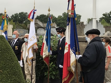 Cérémonie au cimetière en hommage à Madeleine Pauliac :