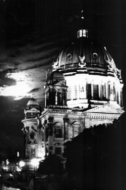 """Shadows of Berlín"""