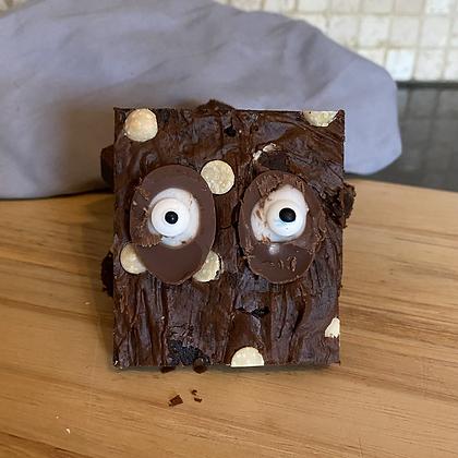 Monster eyes brownie slice