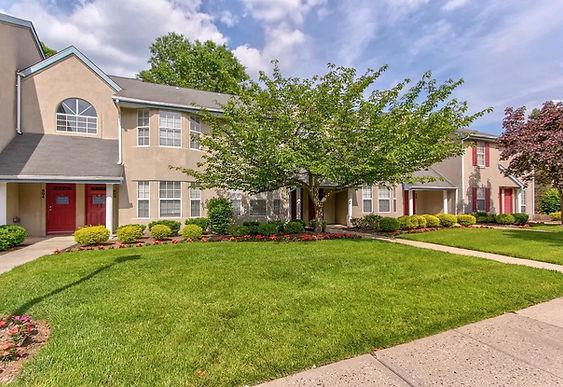 Royal-Oaks-East-Garden-Apartment-Homes-