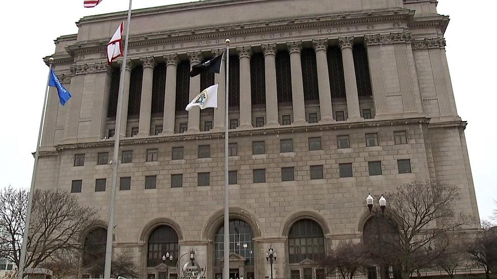 Milwaukee_courthouse_2.jpg