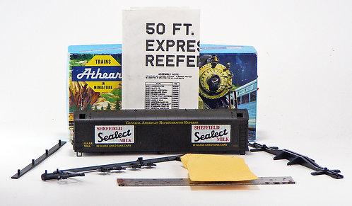 (HO) 50' Express Reefer Kit - Sheffield Milk