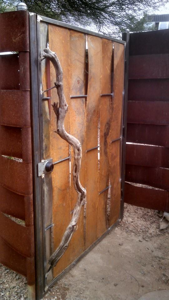 Metal gate w/ Wood Handle