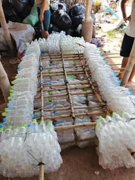 Construction bateau en bouteilles recyclées