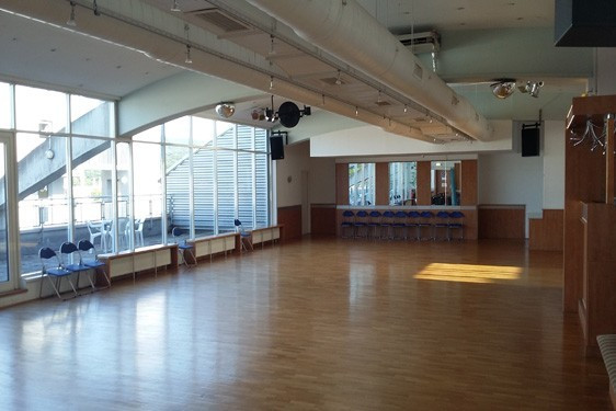 Tanzsaal Auhof Center.jpg