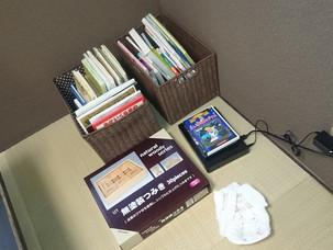 お二階ではお子様も楽しめる絵本やDVDをご用意しております。(小さなお子様にはおむつも)