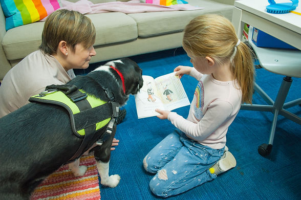 Reading program with therapy dog
