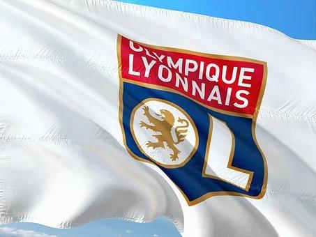 Lyon déjoue encore Man City