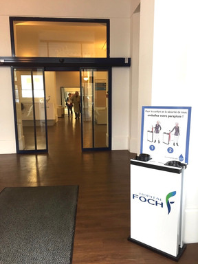Distributeur Hôpital Foch (entrée principale)