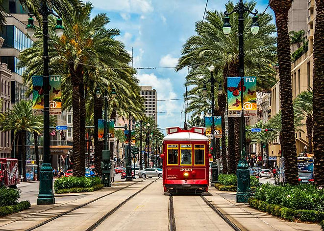streetcar-in-new-orleans-699112771-5a98d