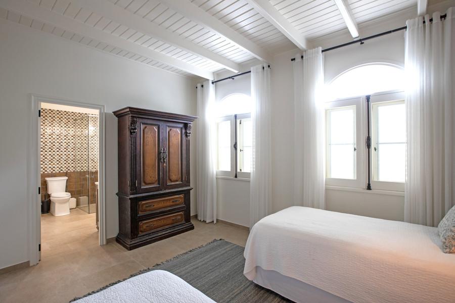 041-Guest Room 4.jpg
