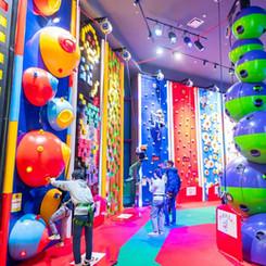 hunet_climbing_5.jpg