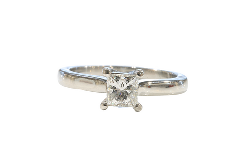 Radiant cut diamond solitaire