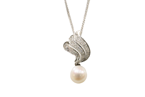Pearl and diamond set pendant