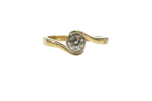 Diamond set swirl ring