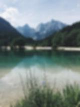 美丽的湖泊没有塑料污染