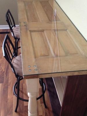 שולחן מדלת עתיקה