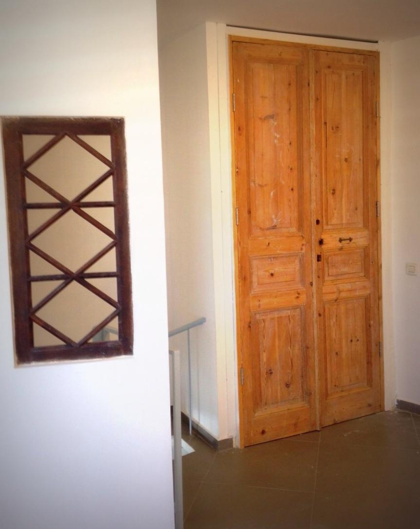 ארון מדלתות עתיקות