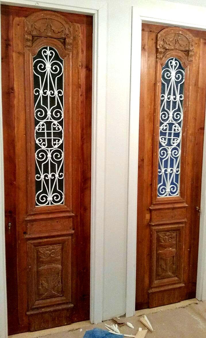 דלתות עתיקות אחרי שיפוץ