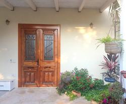 דלת כניסה בקיבוץ