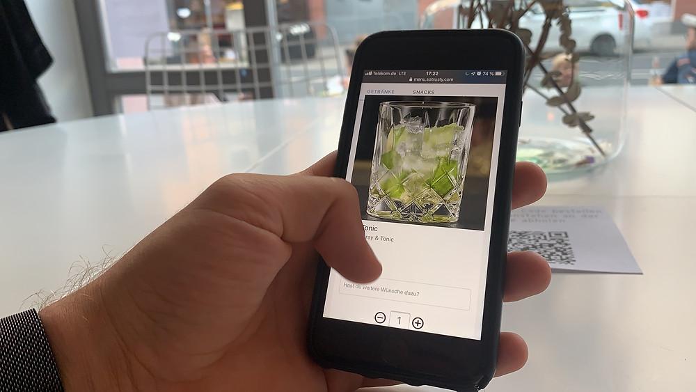 Digitale Speisekarte in einem modernen Restaurant