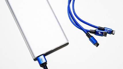 Do electronic fail-safe actuators come with a fully charged capacitor?