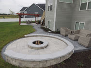 Stunning+patio+with+fire+pit+in+Madison+