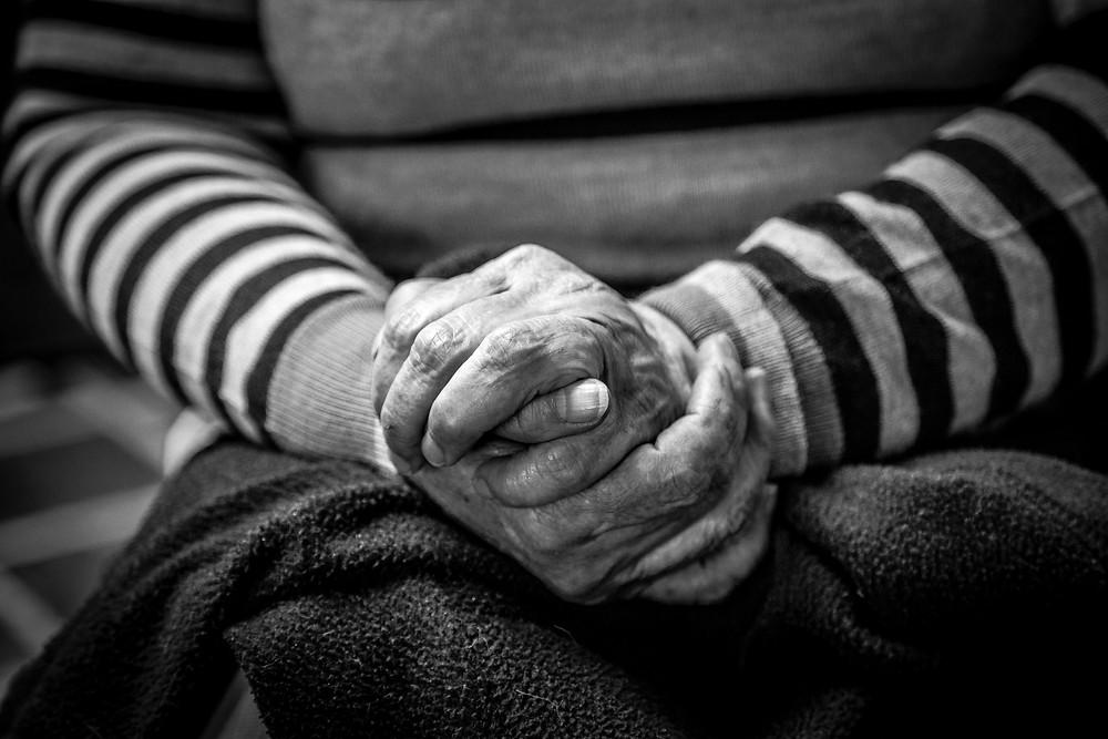 betende Hände - photo by Jorge Lopez