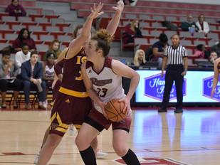 Women's Basketball Pulls Away From Niagara for MAAC Road Win