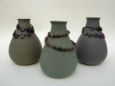 schmucke Vasen