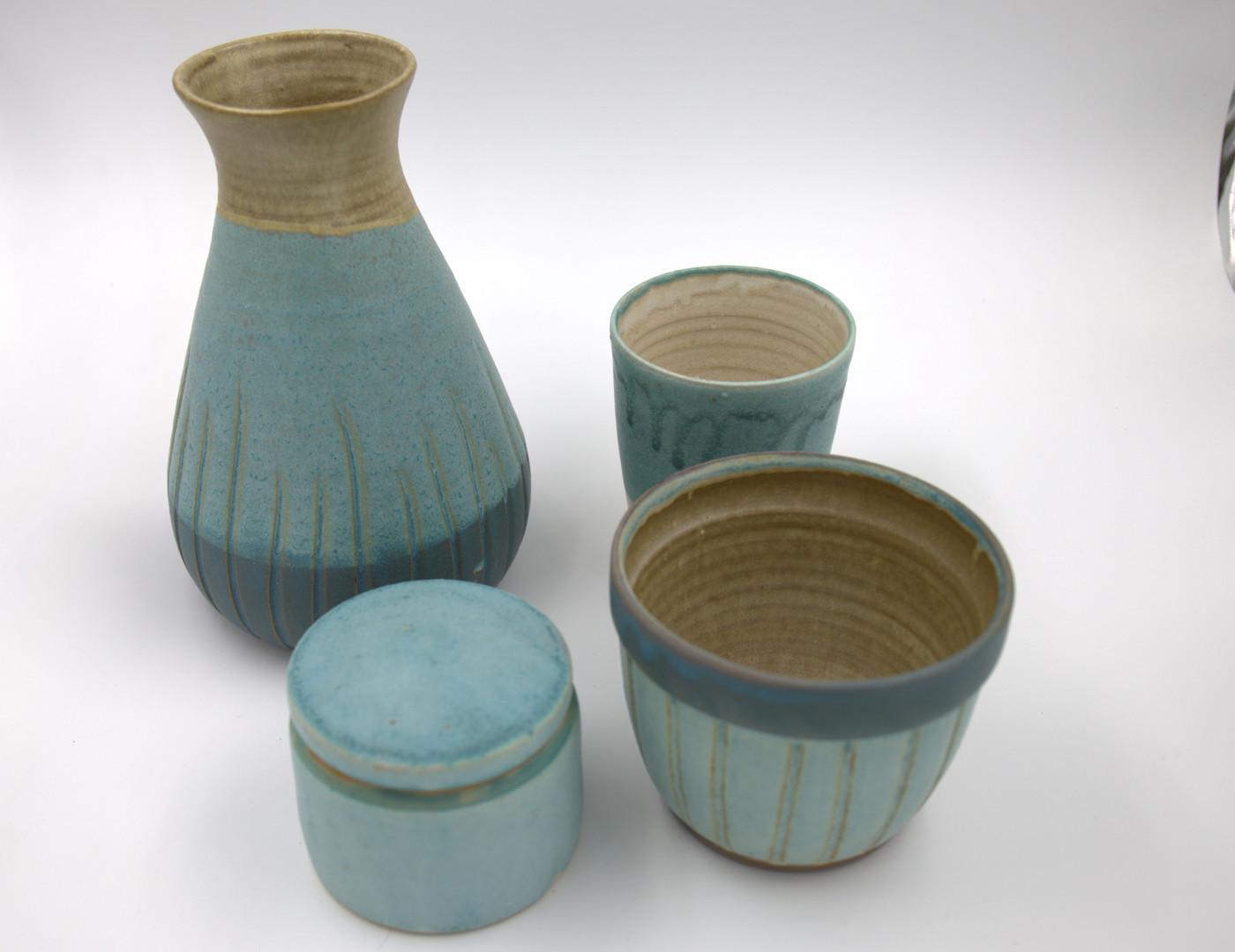 türkise Serie: große Vase, ca. 23cm hoch: 55,-, Dose 35,-, Blumentopf: 25,-, Becher, ca. 1/4l: 17,-