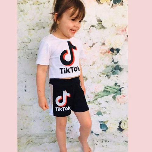 Tik Tok white/black shorts set