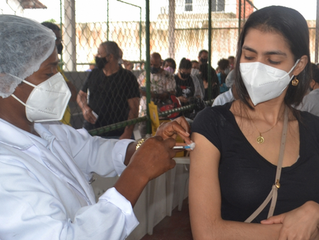 Feira encerra prioritários e passa a vacinar por idade