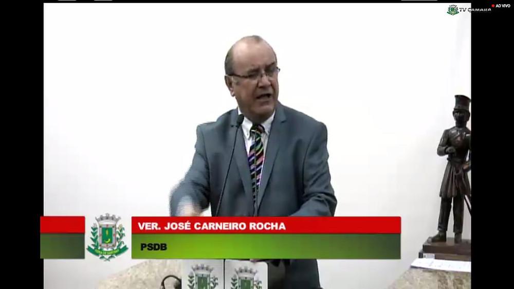 Zé Carneiro discursa após eleito