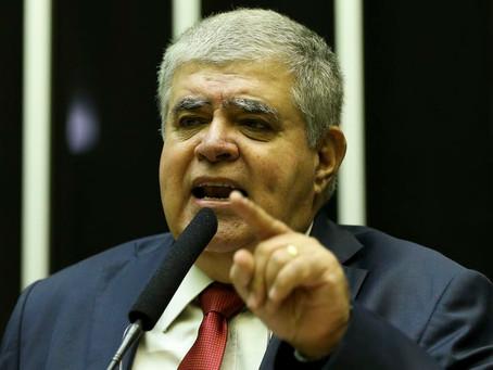 Ministro sugere que imprensa paga por vazamento de informações